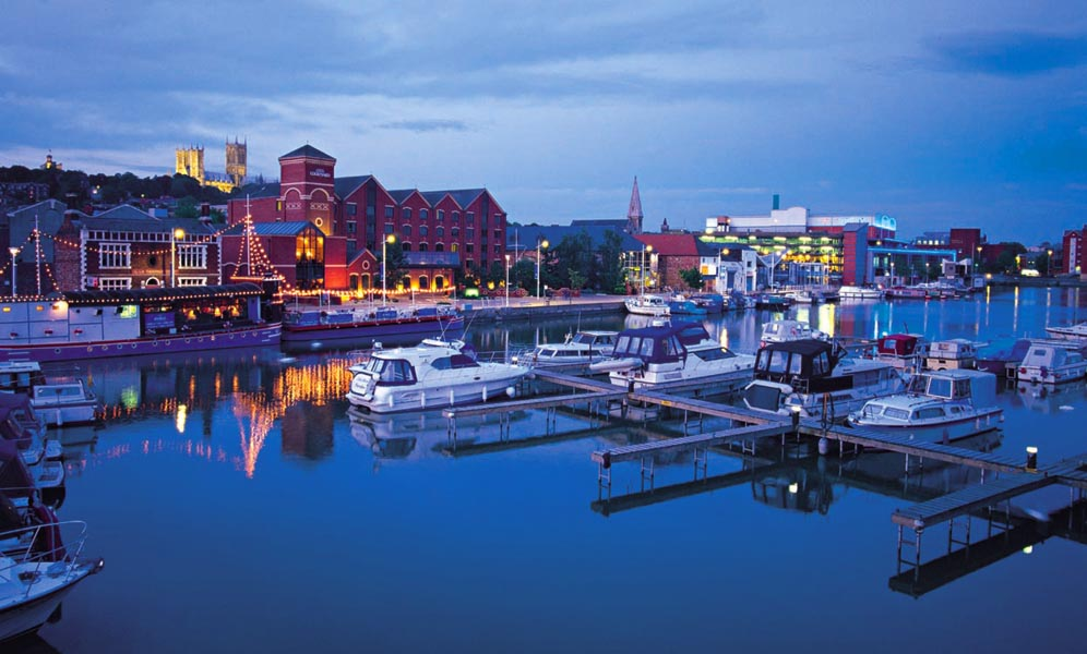 http://www.andyweekes.net/files/gimgs/38_brayford--night.jpg